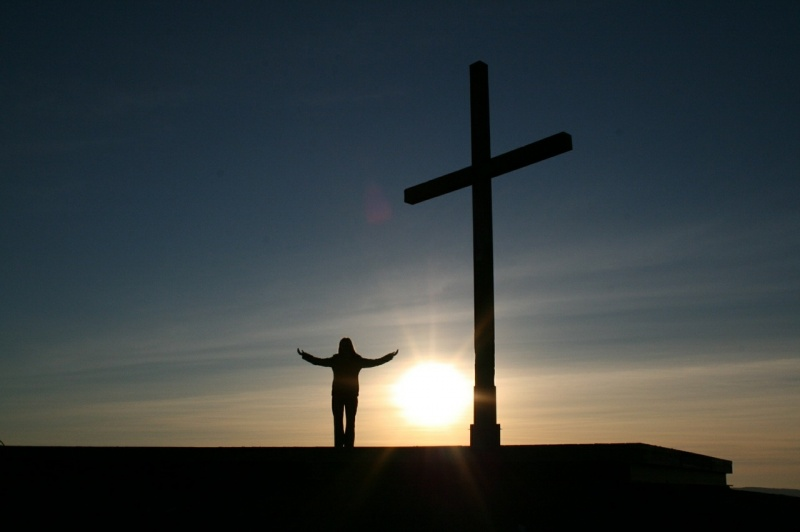 File:Man-With-Cross-At-Sunset.jpg